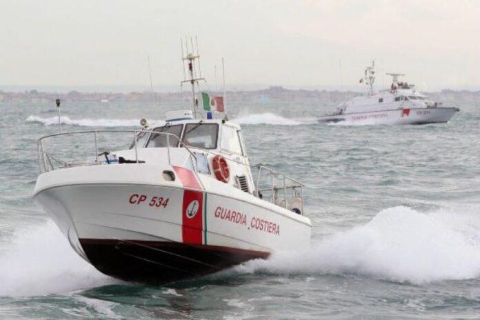 Sorrento, motoscafo in fiamme a Marina di Puolo: non c'era nessuno a bordo