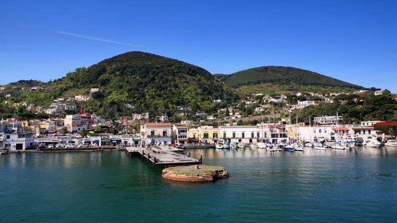 Ischia, dal Castello Aragonese alle Terme: ecco le attrattive più belle dell'isola verde