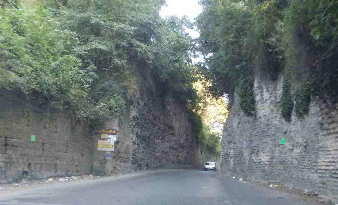 Via Montagna Spaccata, sversava 3 tonnellate di rifiuti in strada: denunciato