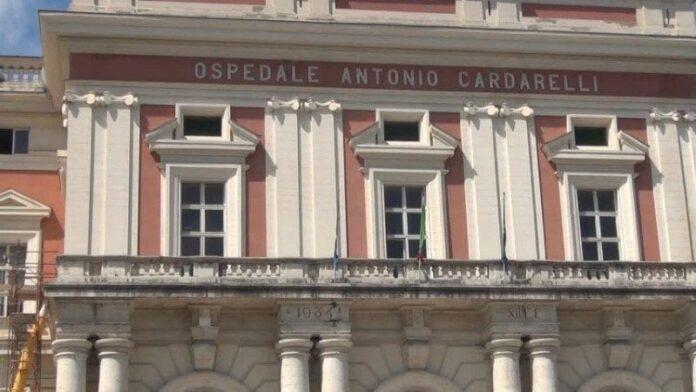 Ospedale Cardarelli: tornano le code di pazienti in barella nel pronto soccorso