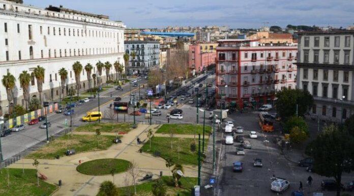 """Tragedia in piazza Carlo III, il 21enne è disperato: """"Non ho visto le due ragazze"""""""