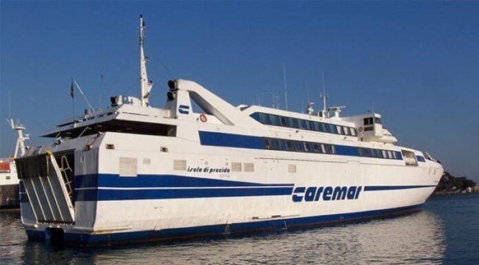 Regione Campania, mascherine su traghetti e aliscafi: più controlli delle Forze dell'Ordine