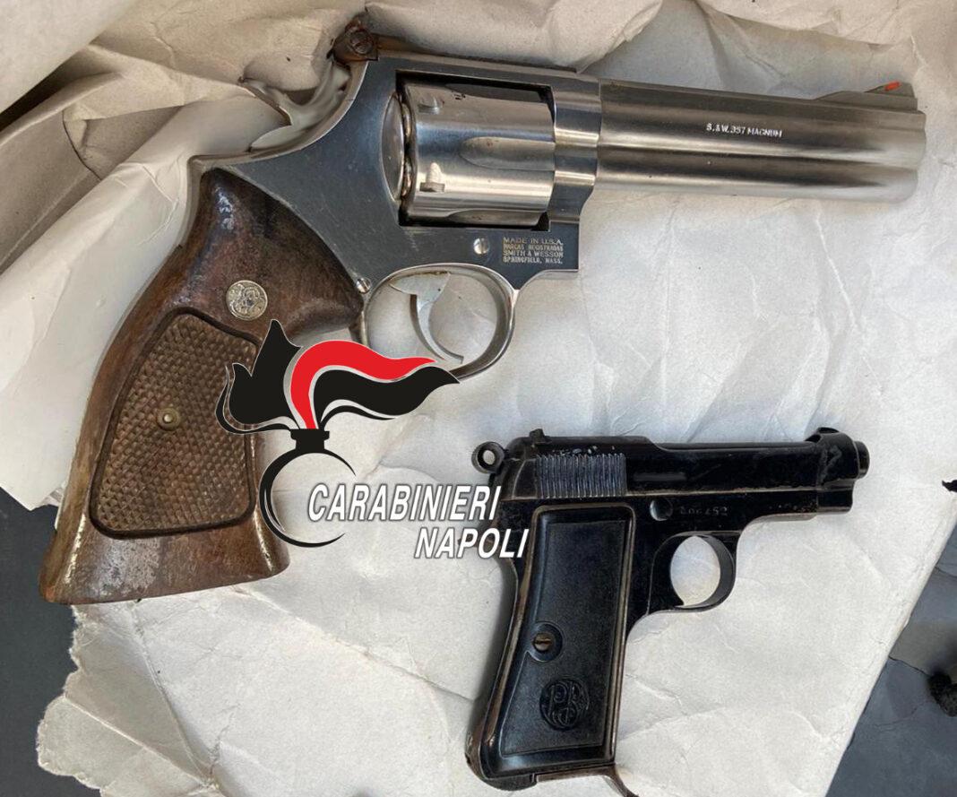 Blitz a Miano: trovate due pistole pronte all'uso