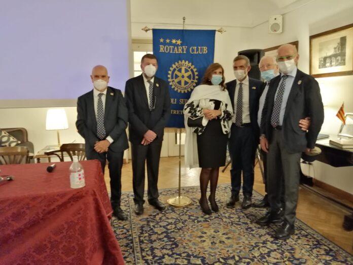 Rotary Club Napoli Sud Ovest. Il presidente Trapanese alla sua prima conviviale