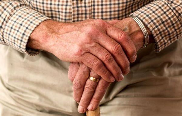 Nocera Inferiore, 83enne aggredito in strada: è in ospedale