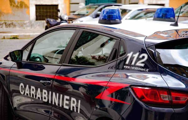 Bacoli, rapinano anziano, arrestate due persone dai Carabinieri
