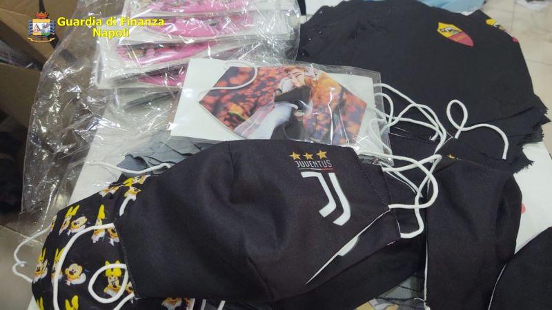 Napoli, controlli della Finanza in vista dell'anno scolastico: sequestrati 35mila articoli contraffatti