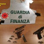 Ponticelli: la Finanza sequestra nel Lotto Zero tre pistole e decine di munizioni