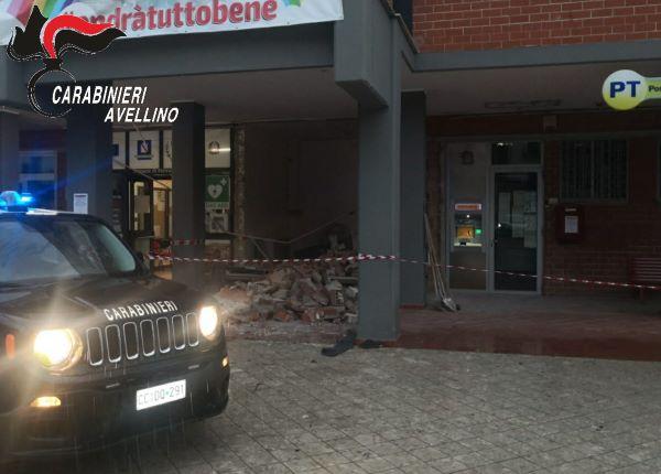 Pietrastornina, usano dell'esplosivo per rapinare un bancomat: ladri fuggono senza bottino