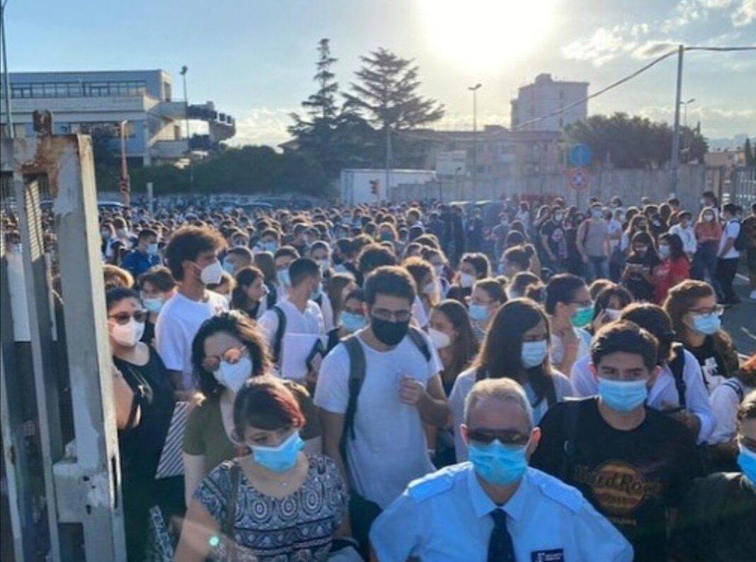 Test di Medicina 2020: a Catania code di studenti fuori dagli edifici