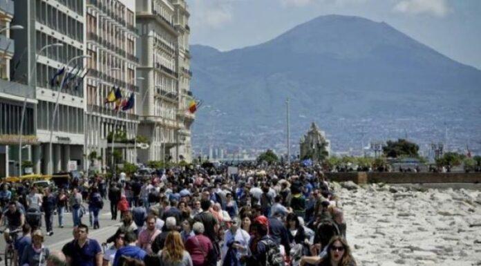 """Federalberghi sul turismo a Napoli: """"Pochi stranieri e molte disdette per settembre"""""""