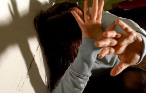 Serino, aggredisce la moglie davanti alla figlioletta: 29enne in manette