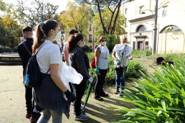 Sessanta volontari ripuliscono il Tondo di Capodimonte: raccolti 150 sacchi