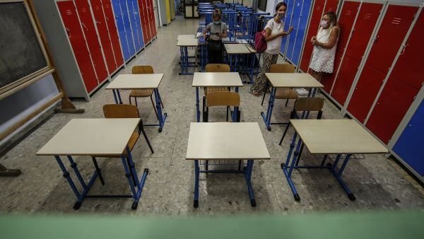 Covid 19, crescita dei contagi nelle scuole di Napoli: 115 casi positivi