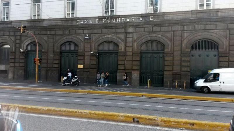 Napoli, trafficavano droga con detenuti del carcere di Poggioreale: 9 arresti