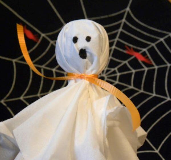 """Halloween: lavoretti per bambini e citazioni sulla festa del """"Dolcetto o scherzetto?"""""""