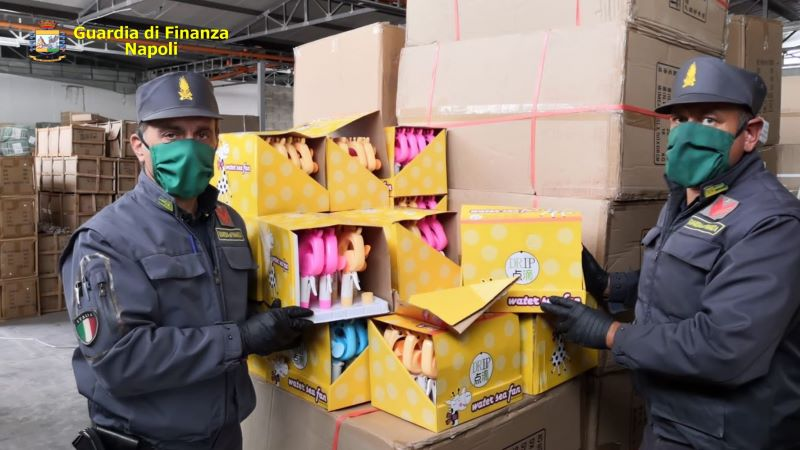 Nola, sequestrato mezzo milione di articoli contraffatti: denunciato un responsabile