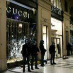 Proteste violente contro il DPCM: a Torino saccheggiata la boutique di Gucci