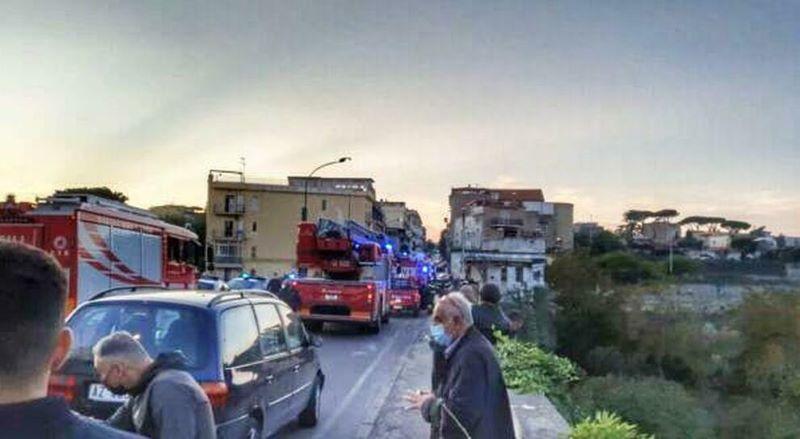 Napoli, suicidio al ponte di San Rocco: 71enne scende dall'auto e si lancia nel vuoto