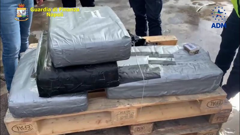Porto di Napoli, sequestrati oltre 130 kg di hashish: due arresti