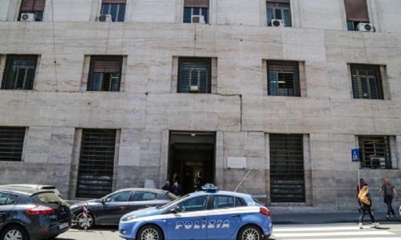 Napoli, rapinatore 17enne ucciso in sparatoria con la Polizia: Questura vieta i funerali
