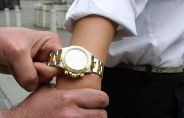 Quartieri Spagnoli, rubarono il Rolex a un turista nel giorno di Ferragosto: due arresti