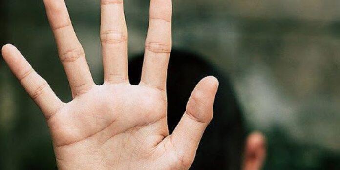 Ricatti e minacce a minorenni per fare sesso: indagato un 30enne nel Salernitano