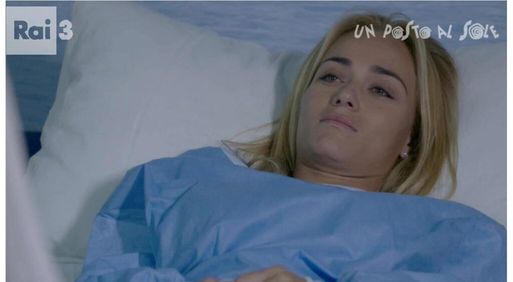 Un Posto al Sole, spoiler: Clara partorisce aiutata da Patrizio e Rossella