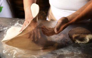 I migliori pizzaioli di Napoli a Milano per l'eventoPizza Village @ Home