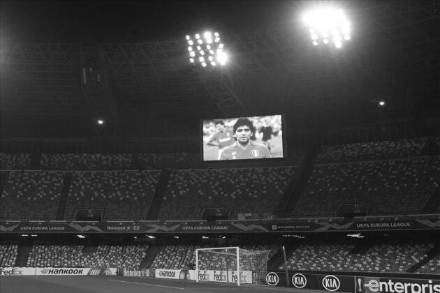 Il Napoli batte il Rijeka 2-0. Tutti indossano la maglia numero 10 che accende la suggestione nel ricordo del Mito. #calcionapoli #napolirijeka #uefa #stadiosanpaolo #maradona