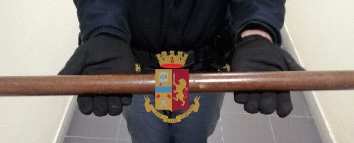 Napoli, Bagnoli: Bastona la madre per avere il denaro e acquistare droga. Arrestato 19enne