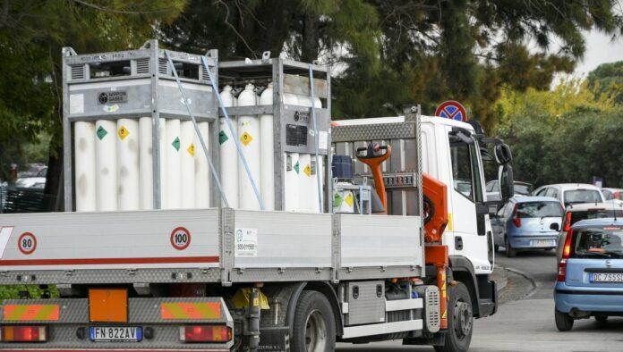 Terapie domiciliari, 200 bombole d'ossigeno a Napoli