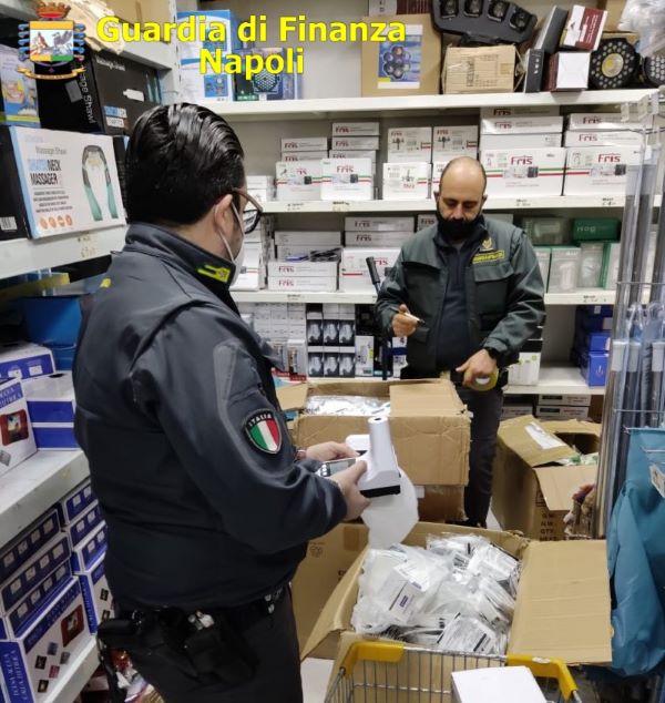 Napoli zona rossa: 763 controlli della GdF a persone ed esercizi commerciali