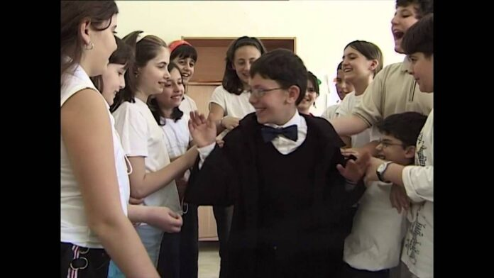 Harry Potter a Napoli ha un cuginetto: Genny Potter. Video