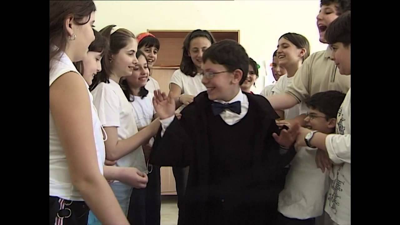Harry Potter a Napoli ha un cuginetto: Genny Potter. Video