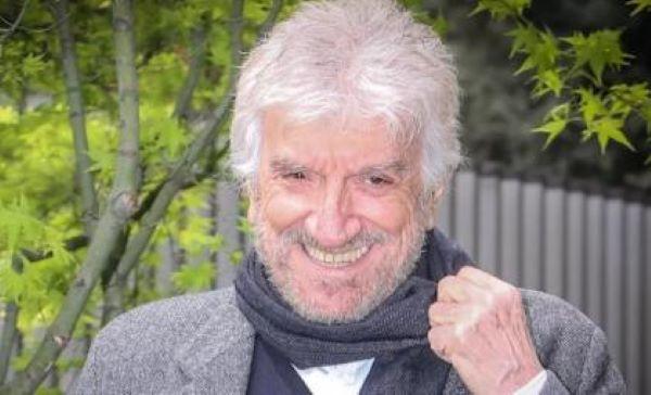 Gigi Proietti esce di scena nel giorno dei suoi 80 anni: addio ad un grande mattatore