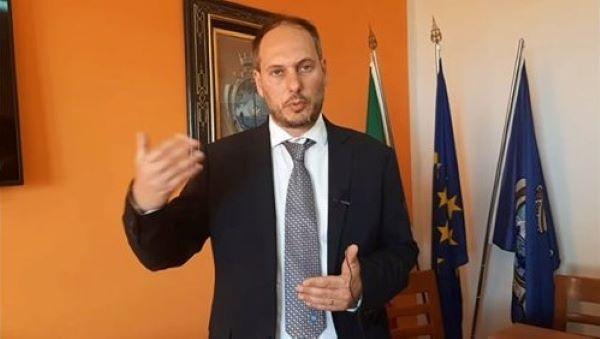 Monte di Procida, ordinanza del sindaco: stop alle uscite dopo le 18 per i minori