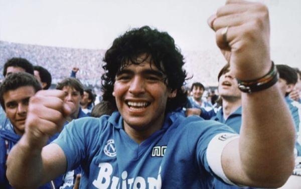 D10S: a Castel dell'Ovo installazione con cento foto di Sergio Siano dedicate a Maradona