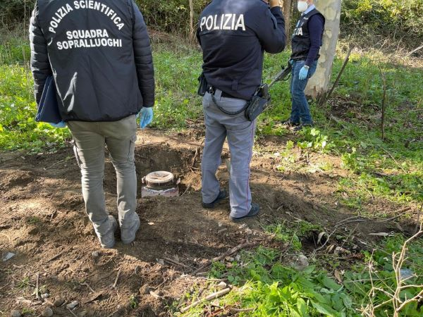Rione Traiano: sequestrati 2,5 kg di marijuana nascosti sottoterra (VIDEO)