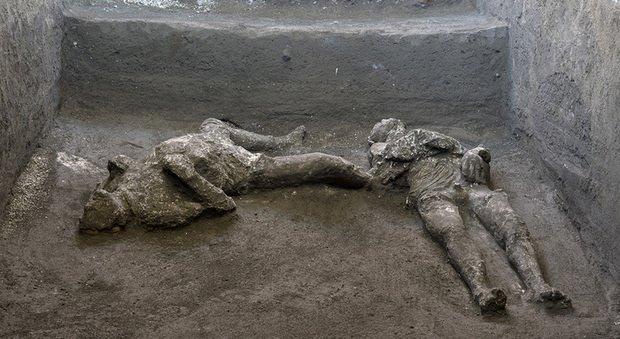 Pompei, ritrovati integri i corpi di due fuggiaschi