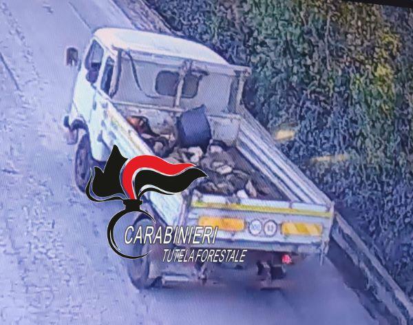 Pomigliano: denunciato un 67enne che incendiava rifiuti