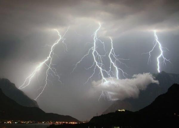 Piogge e vento forte, allerta meteo in Campania per 24 ore
