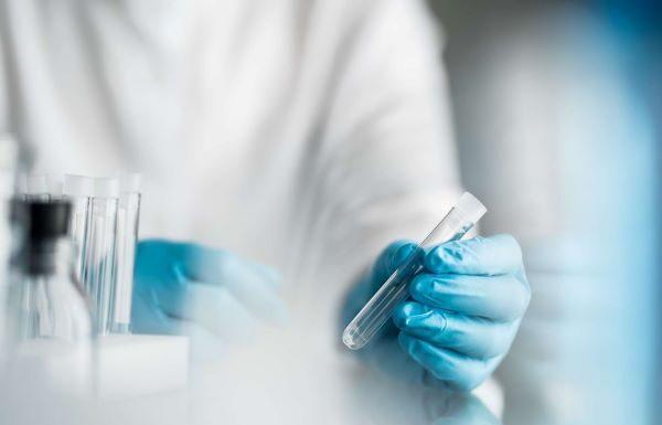 Vaccino Oxford-AstraZeneca: efficacia 90% in regime ottimale
