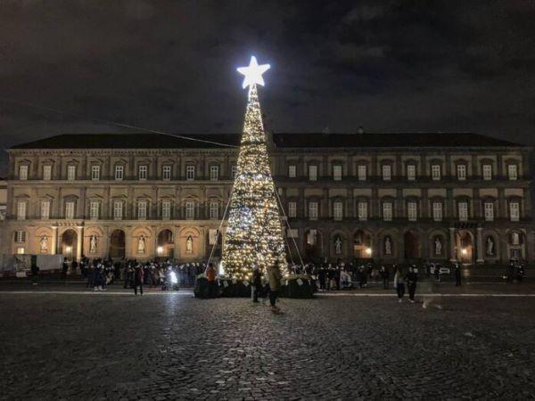 Natale a Napoli 2020: musica, teatro, danza e installazioni luminose per resistere con la cultura