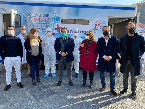 Farmacisti Attivi sul Territorio in piazza Municipio: 150 tamponi gratuiti per under 20 e over 65
