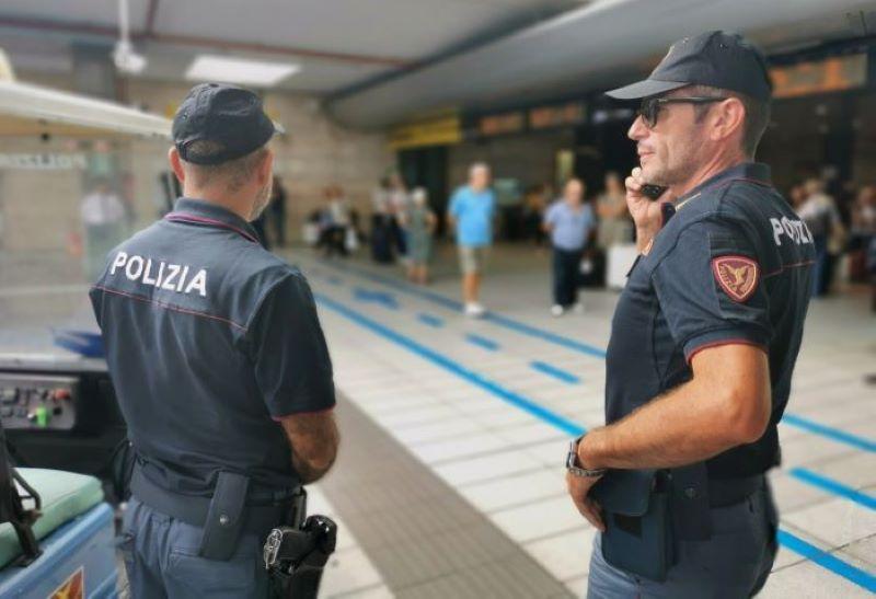 Polfer Campania, controlli intensificati nelle stazioni: due arresti per furto aggravato