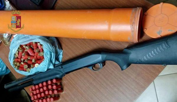 Sant'Anastasia, nasconde armi e droga in casa: 40enne arrestato grazie a YouPol