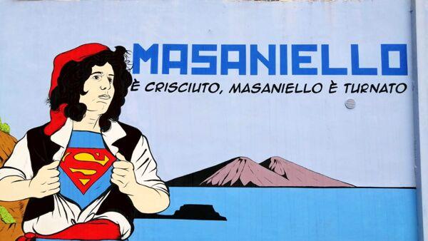 Masaniello con volto di Pino Daniele in murale a via Marina