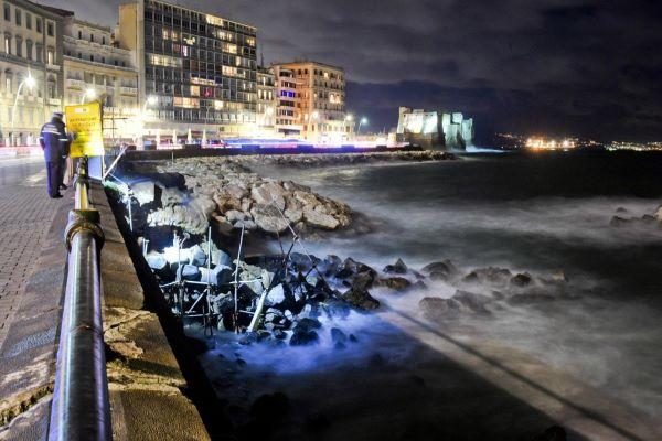 Maltempo a Napoli: crolla lo storico Arco Borbonico sul Lungomare