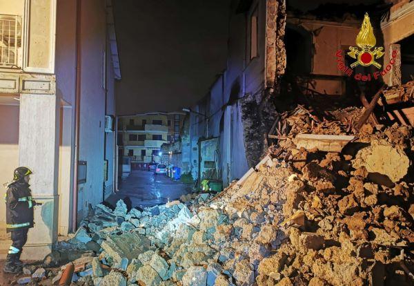 Gricignano, crolla palazzo nel Centro storico: la demolizione già stata programmata